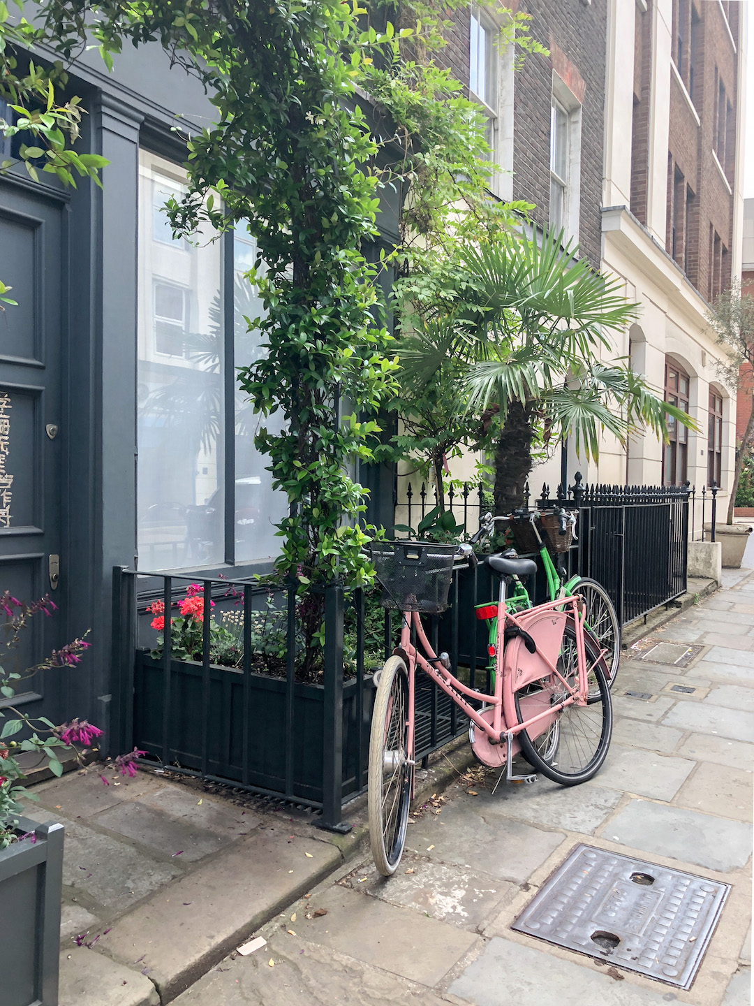 Her_Travel_Edit_London_Pretty_Streets