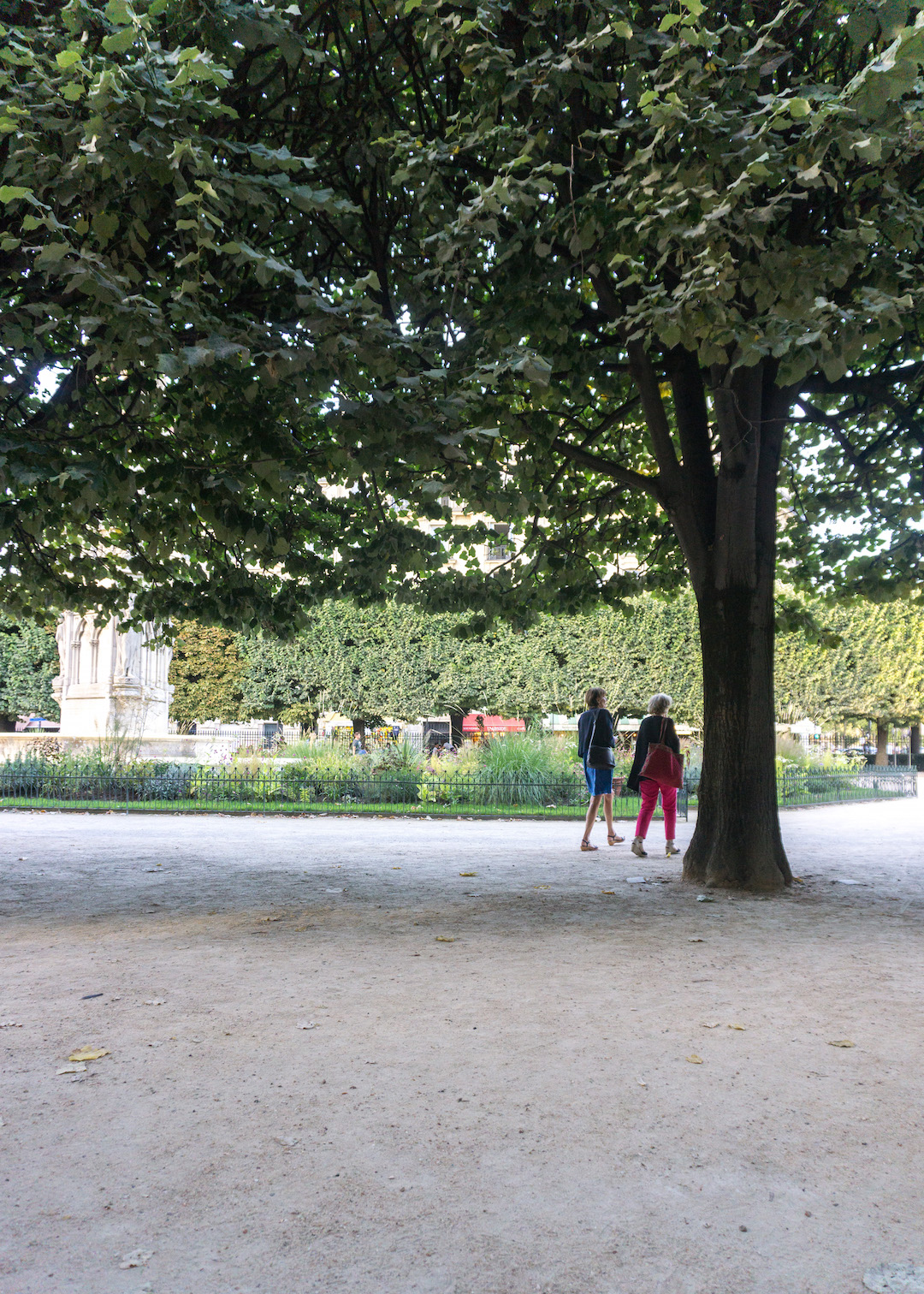 Paris Square Jean XIII