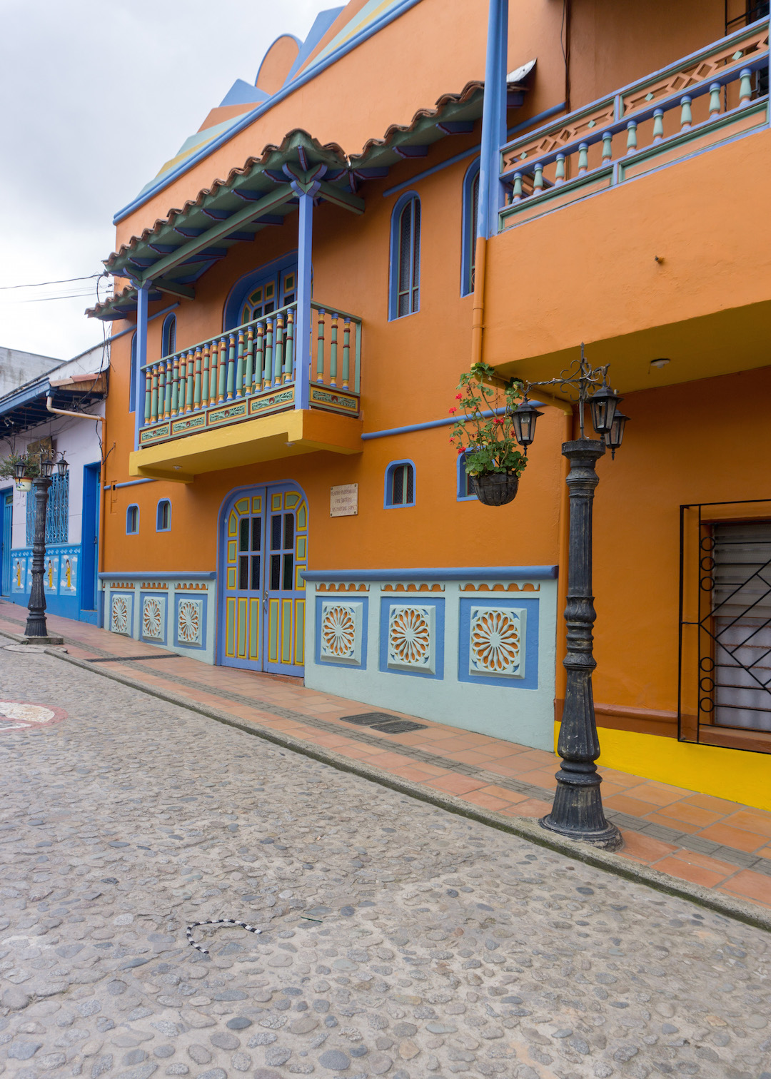 Her_Travel_Edit_Guatape_Colorful_House