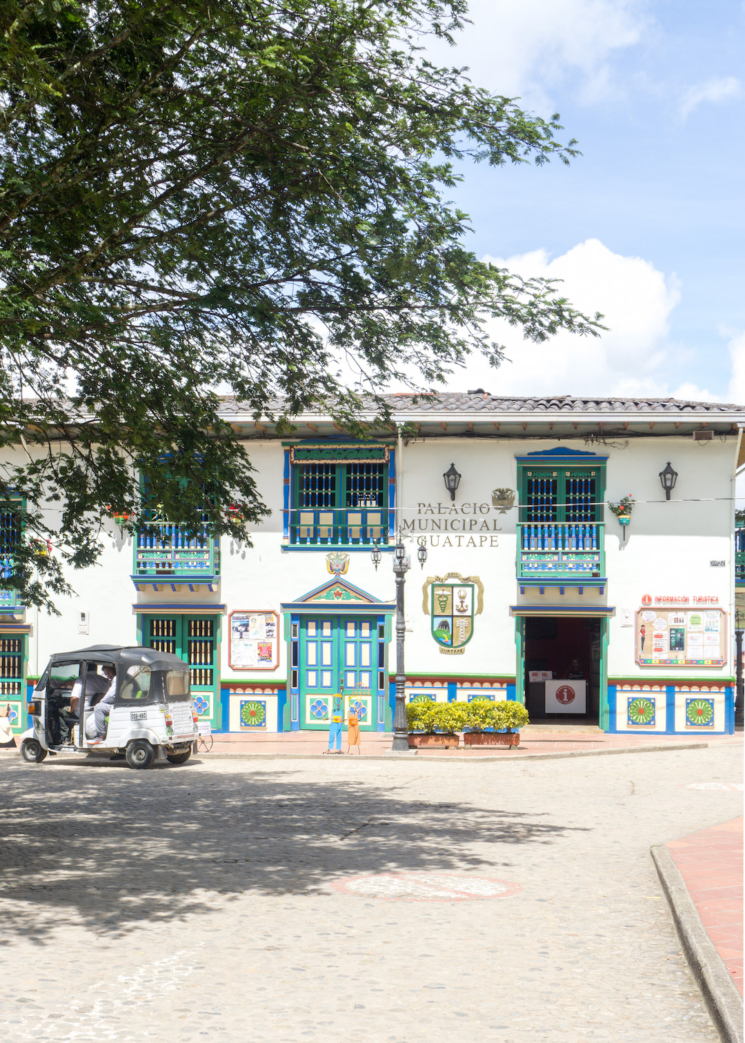 Her_Travel_Edit_Guatape_Palacio_Municipal
