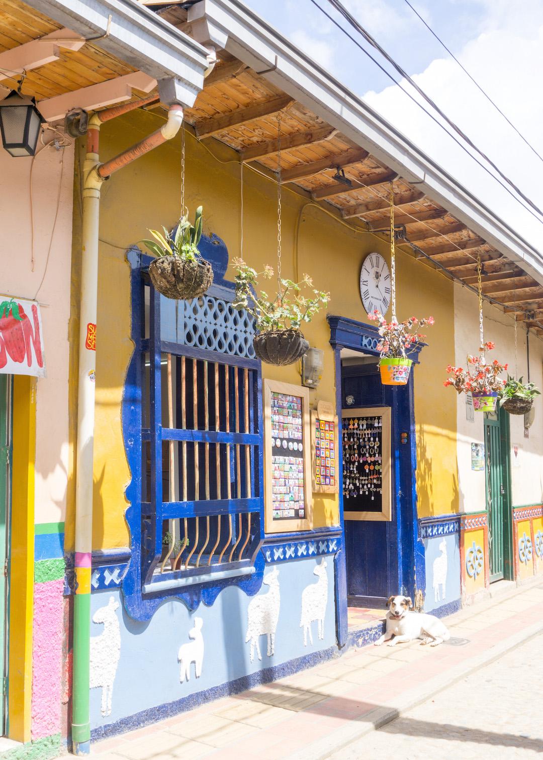 Her_Travel_Edit_Guatape_Pretty_Shop