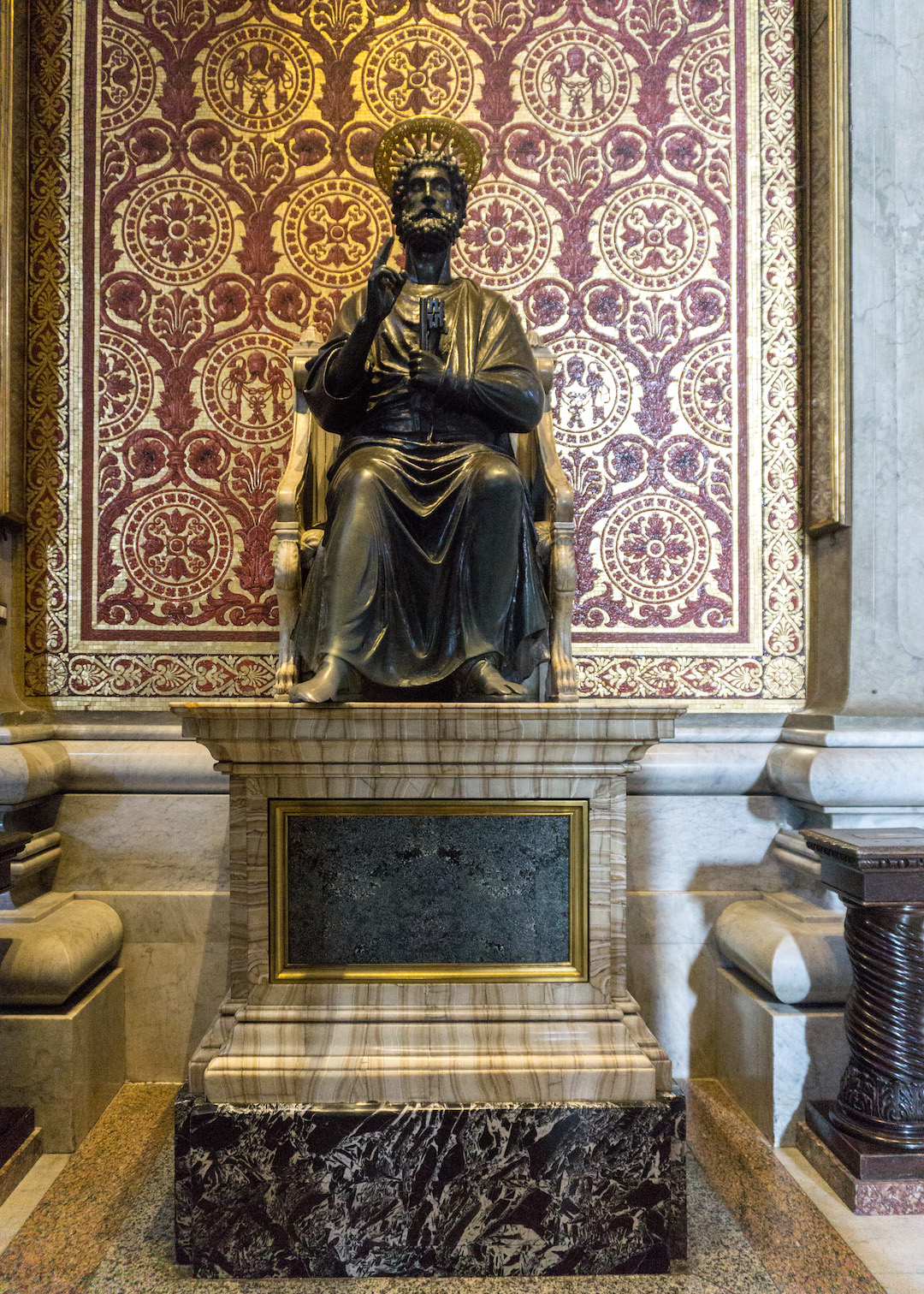 Her_Travel_Edit_Rome_St_Peters_Statue