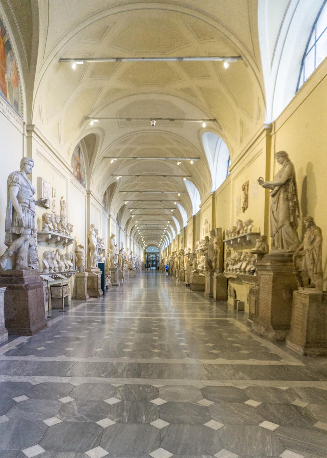 Her_Travel_Edit_Rome_Vatican_Corridor