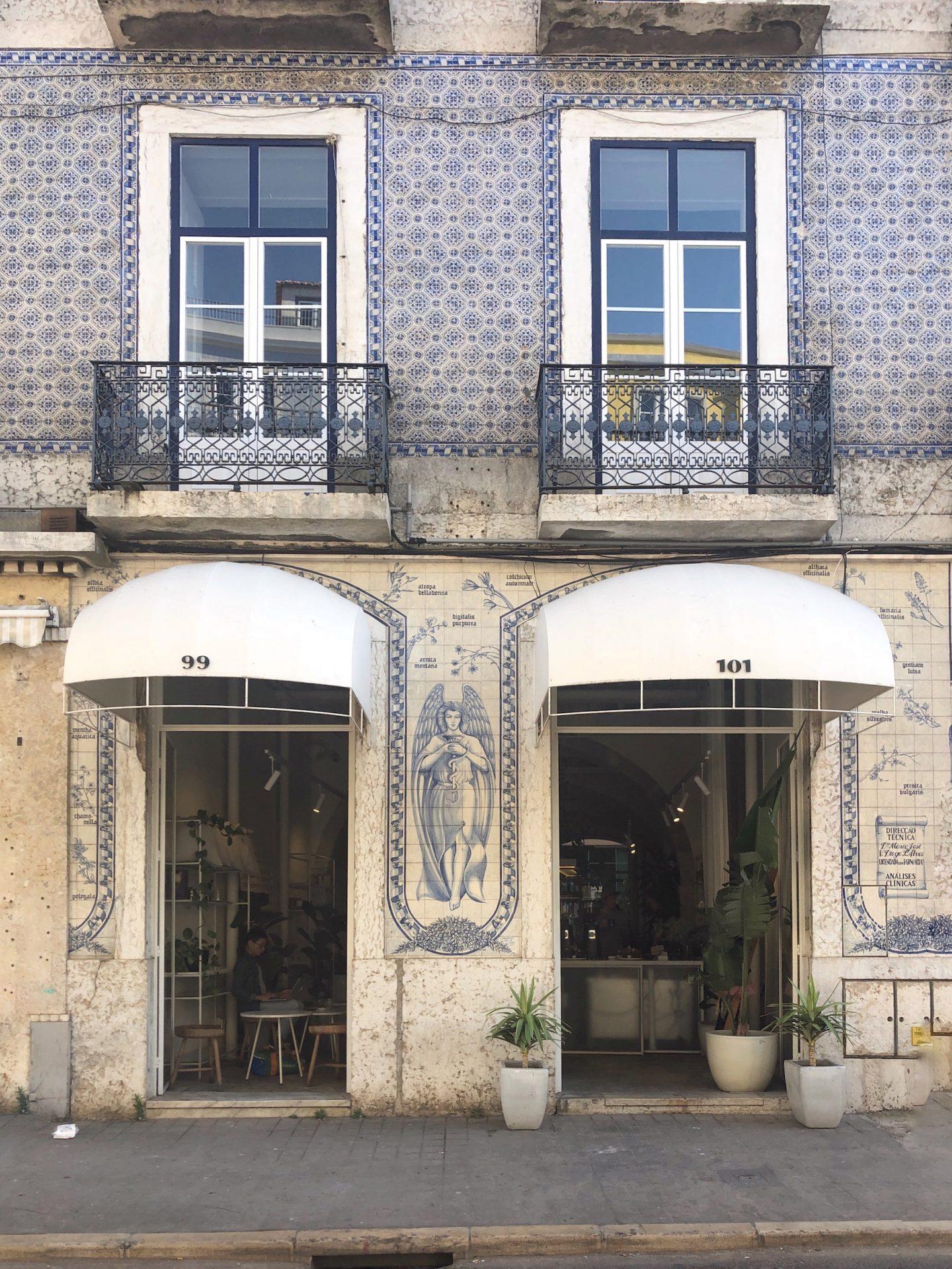 Her_Travel_Edit_Comoba_Coffee_Lisbon