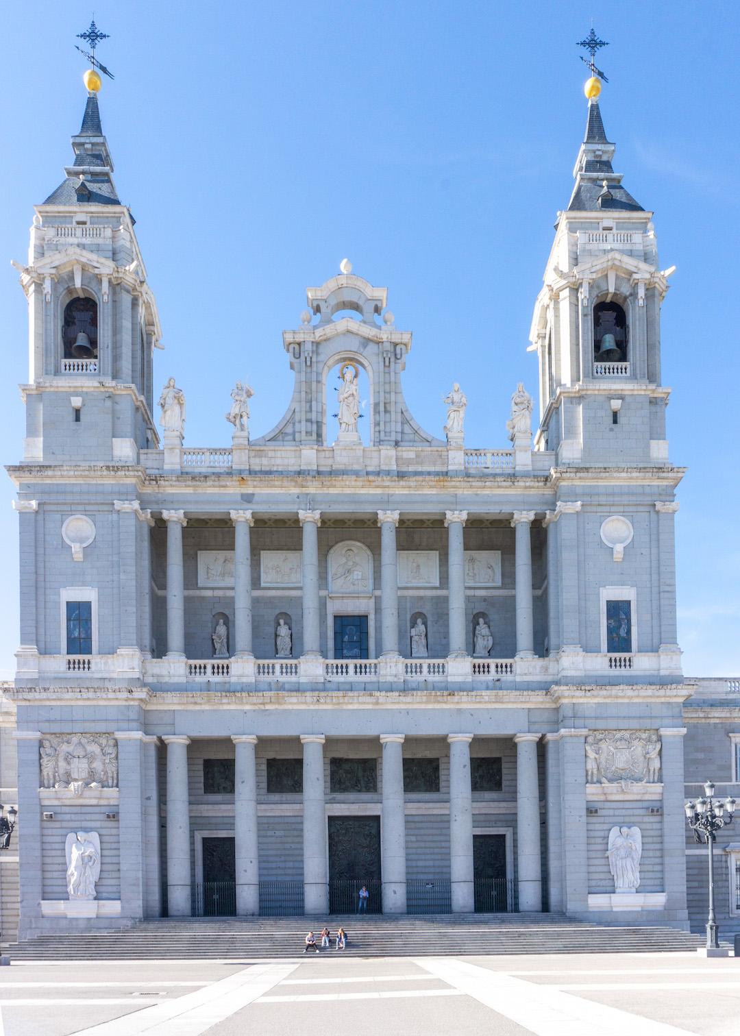 Her_Travel_Edit_Madrid_Palace_Church