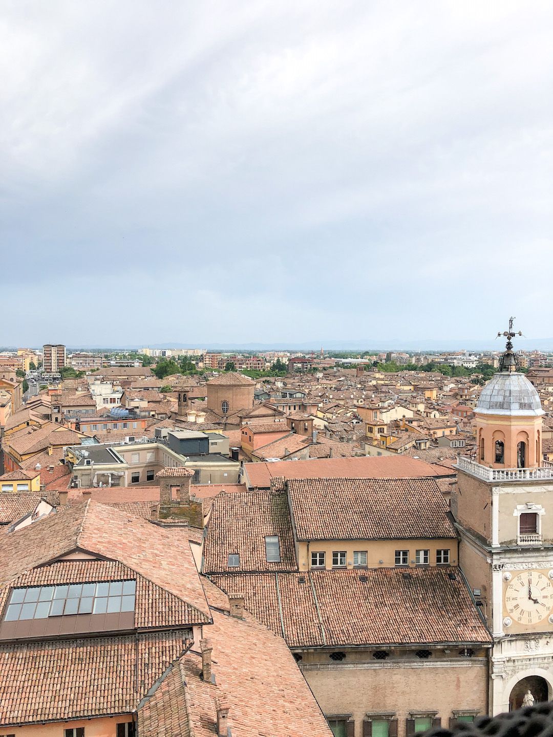 Her_Travel_Edit_Modena_Views