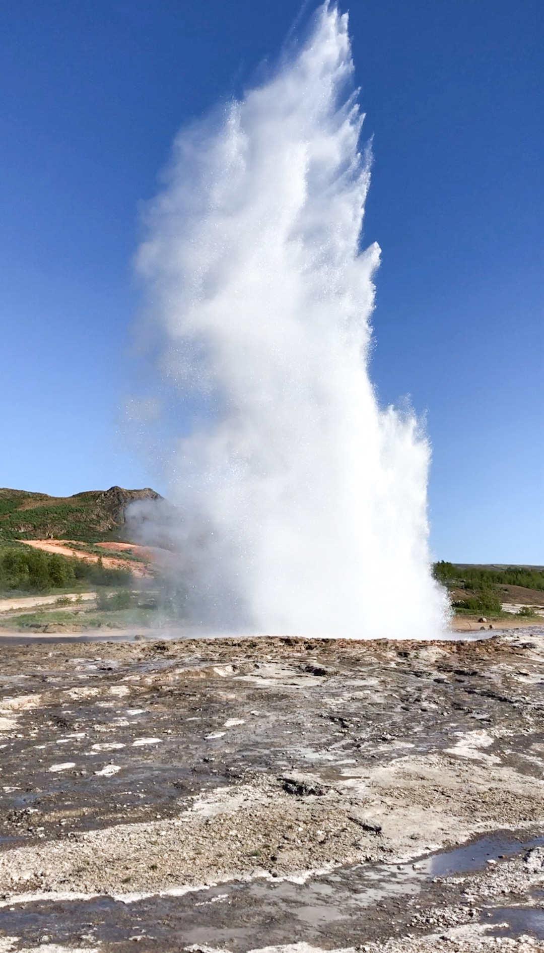Her_Travel_Edit_Iceland_Geysir_Erupting